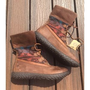 Born Crown Size 11 Archer Waterproof Laceup Boots